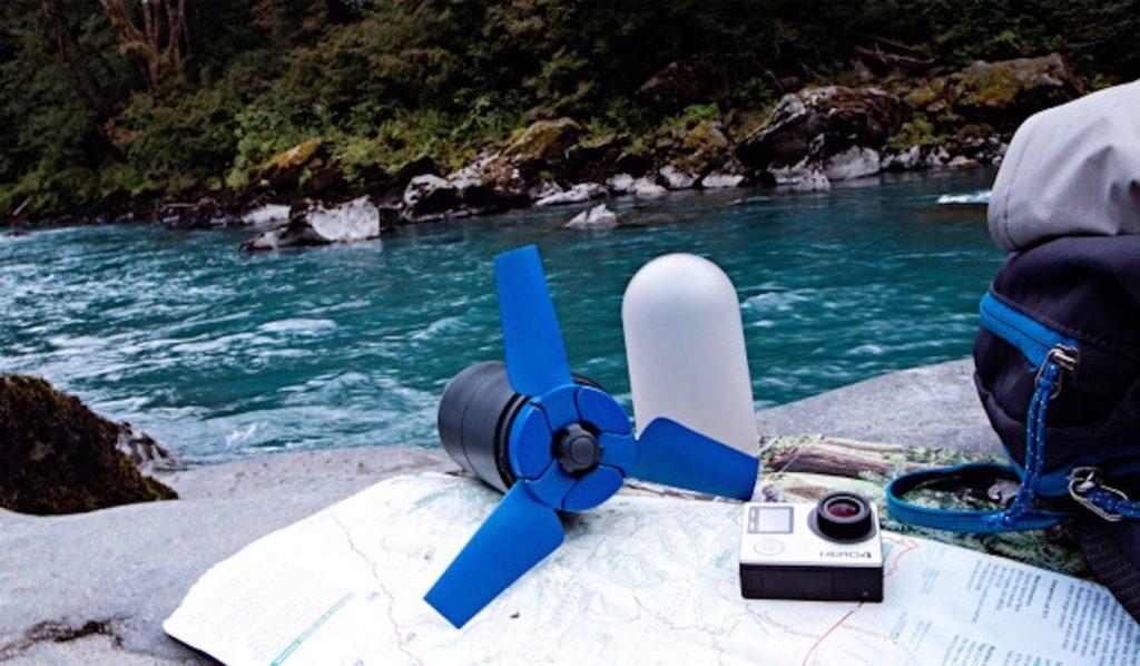 Hydrolienne portable avec son capuchon de rangement