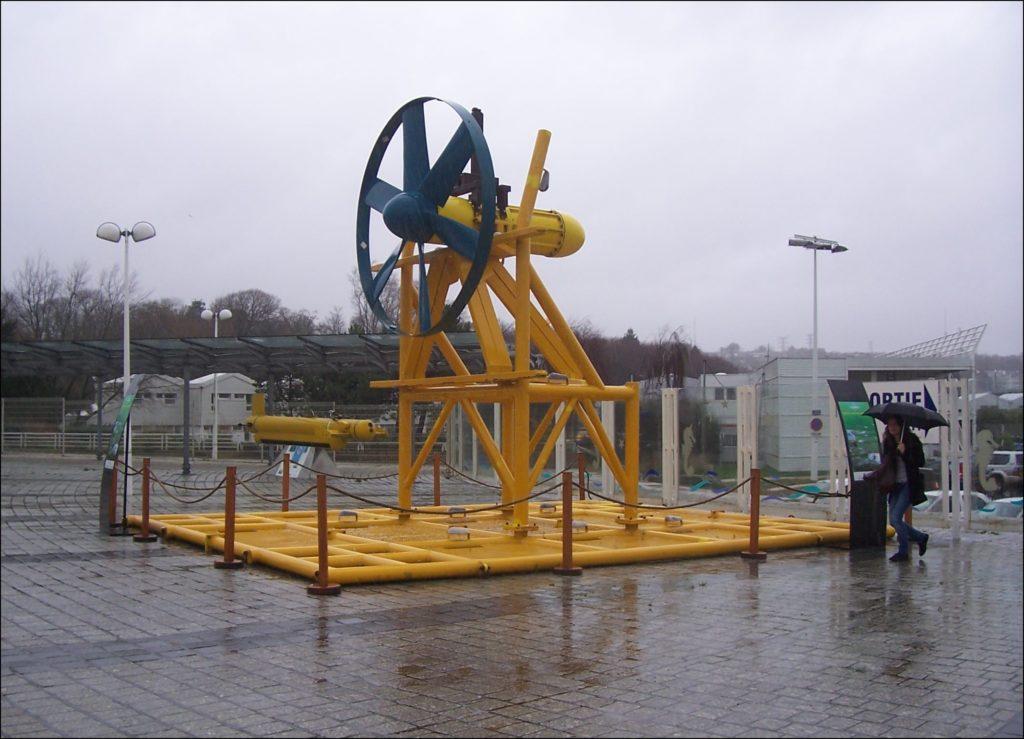 Historiquement la première hydrolienne en France est Sabella D03 en 2008
